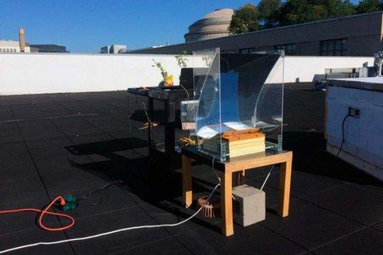 太阳浸泡装置将水变成过热蒸汽