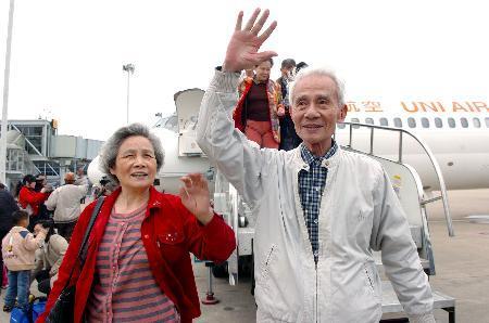 今年大批港人选择搭乘广深港高铁返乡祭祖