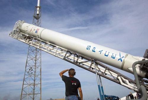 """银行家表示猎鹰重工的第一次商业飞行是""""巨大的""""作为SpaceX的""""拐点"""""""