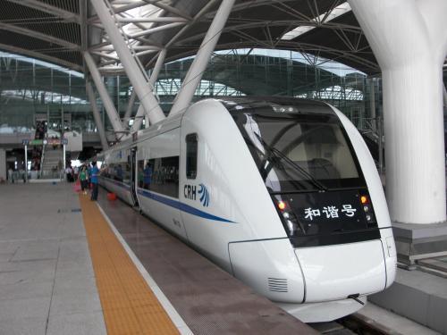目前从香港坐高铁到广州仍仅抵达位于番禺的广州南站