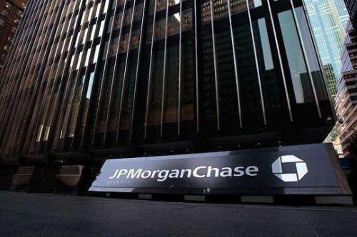 摩根大通表示美国农民正面临贸易战危机降低了迪尔的股票评级