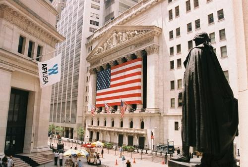 """拉丁美洲和华尔街交易所的""""红日""""一般"""