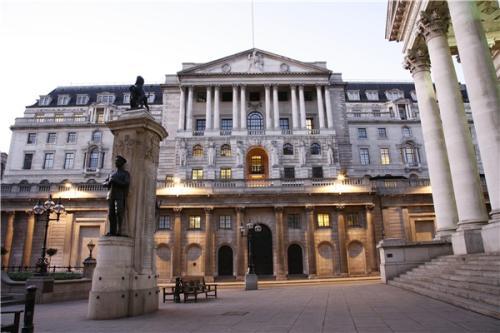 英格兰银行警告它将追捕那些希望掩盖风险的公司