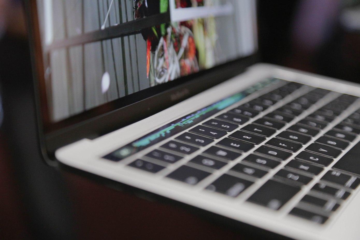 苹果公司在2019 2020 MacBooks上转向新的键盘设计
