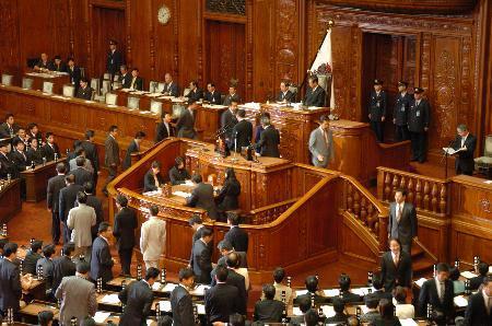 众议院批准15美元的最低工资但参议院前景黯淡