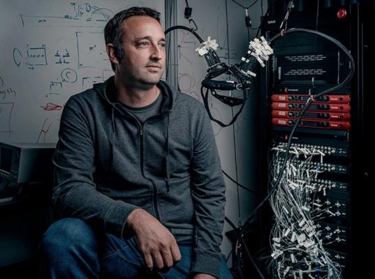 Facebook正在探索AR可穿戴设备的大脑控制