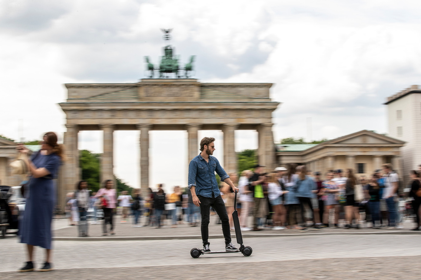 奥迪的新款踏板车可能实际上解决了滑板车的一个主要问题