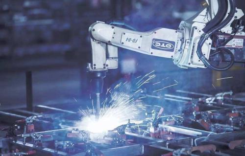 政策稳定和培育创新的工业体制是关键