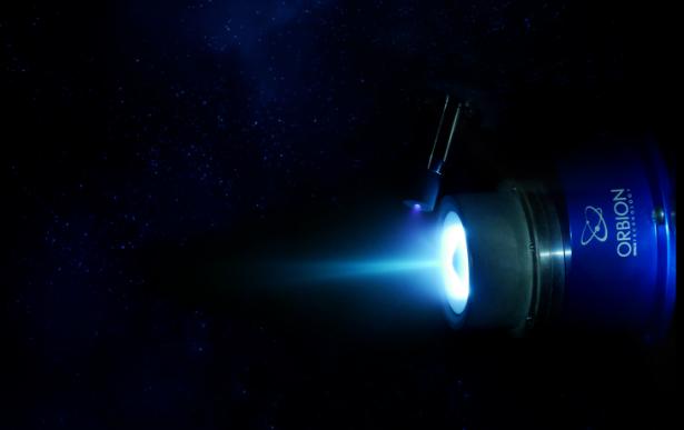 小型卫星系统的等离子推进器击中了超级驱动器