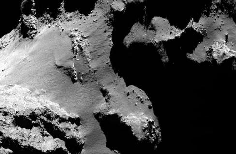 彗星坍塌的悬崖和巨大的巨石