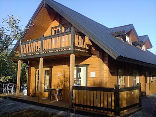 这栋设计精美的木材房屋坐落在一块面积为6700平方米的热带雨林上