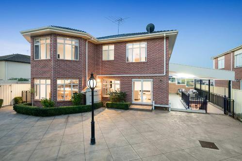 尽管内部疲倦但具有圆形车道的Bulleen豪宅仍创造了新的住宅价格记录