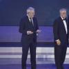 梅赛德斯-AMG马石油车队和刘易斯·汉密尔顿获得F1奖杯