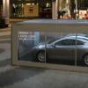 雷诺的新款双门轿跑车在伦敦购物中心吸引了众多人群