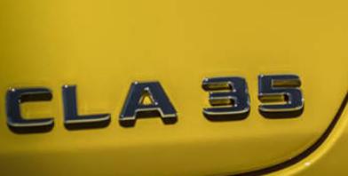 梅赛德斯奔驰发布了AMG CLA 35的第一张预告片