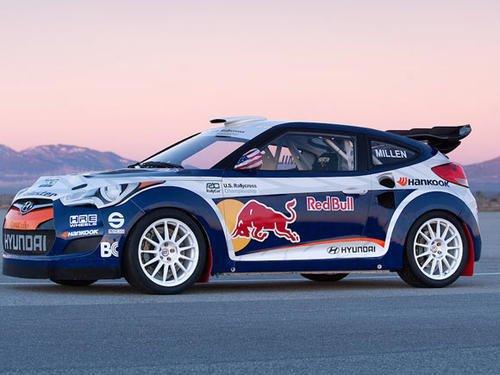 WRC赛车手MadsOstberg乘坐拉力赛车在雪地上跳60米