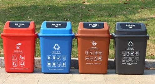 小区分类垃圾桶设置还需更便民