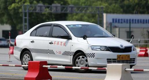 科目一考试:已持有小型汽车驾驶证申请增加中型客车准驾车型的应当在申请前最近一个记分周期内没有满分记录