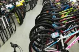 美国的自行车商店供不应求 低价位自行车被抢购一空