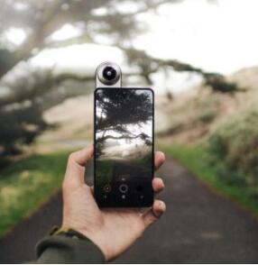 亚马逊和百思买将Essential Phone降至450美元