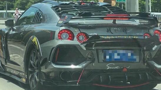 所有这些古怪的日产GT R真想成为本田思域Hivic掀背车