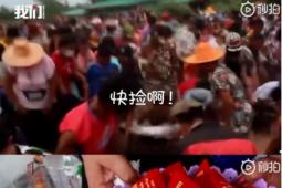 泰国女子中千万彩票撒钱给乡亲 用滑翔伞从空中撒钱给3000位邻里乡亲