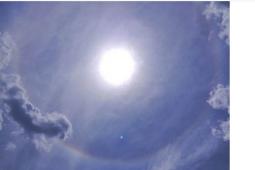 北京同时出现日晕和七彩云 必须在太阳距离地平线至少58度才能形成