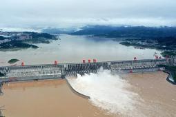 今年入汛以来最大洪水抵达三峡 时达6.1万立方米/秒