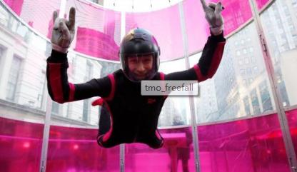 T-Mobile将免费飞行的跳伞体验带到纽约市的Galaxy S10