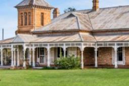 一个国家的静修所共有18间客房具有悠久的历史
