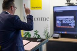 墨尔本拍卖经过马拉松式虚拟竞标后希思蒙特的房子以128万澳元的价格成交