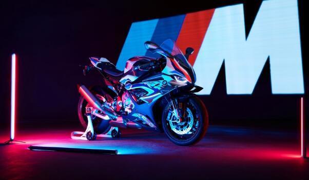 宝马推出了其新款M 1000 RR超级摩托车