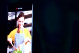 三星展示了新的可折叠手机概念设计