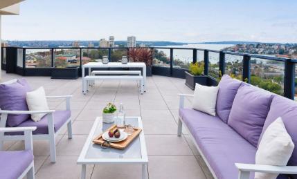 萨顿汽车经销商家族以600万美元的价格在春天上市Edgecliff顶层公寓
