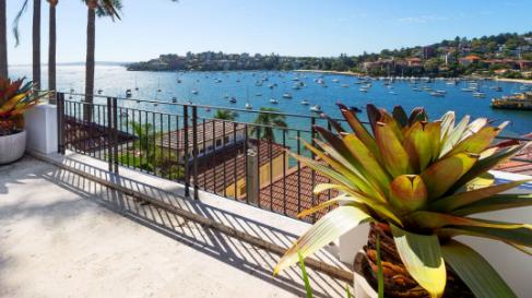 查理阿诺特以760万美元的价格出售自己的拜伦湾度假屋