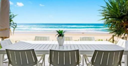 布里斯班买家在一次检查后在黄金海岸的海滩小屋上投入了460万美元现金