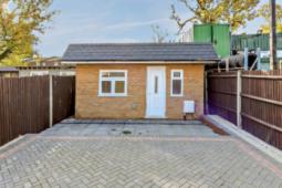 伦敦的类似微型棚屋的房子大小相当于三个停车位标价为A902000美元