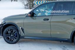 2023 BMW X5 M LCI 将从 Electric iX 获得巨型曲面内饰显示器