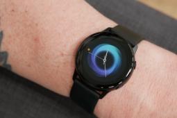 Google Assistant将在Galaxy Watch 4系列上加入Bixby
