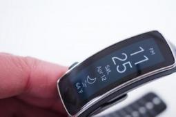 三星 Gear Fit 手环的硬件和设计评测
