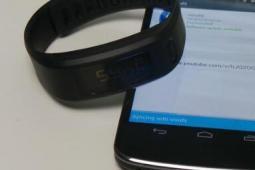 Garmin VivoFit 智能手环的电池寿命评测