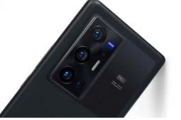 配备蔡司光学元件120Hz显示屏的VivoX70系列推出